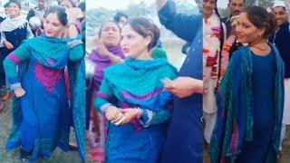 Beautiful Garhvi Girl Dance in a Street Wedding - Garhvi Girls Dance