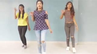 Beautiful  Girls dance on Cheez Badi hai Mast Mast