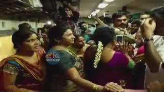 janasena leader Pawan Kalyan Meeting With Women In Train ||Janasena Party