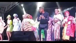 See Odunlade Adekola dancing with beautiful girls on stage.