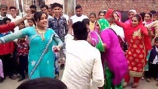 गावं की देसी भाभियों और लडकियों का जबरजस्त डांस - Village Girls Dance On Bhojpuri  Dj Song 2019