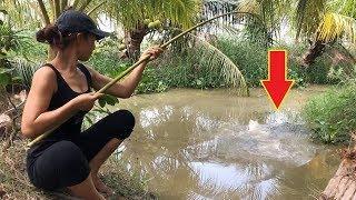 Amazing Girl Fishing For Huge Fish
