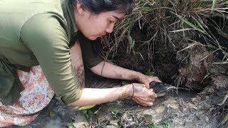 Amazing Fishing: Beautiful girl SreyRoth catching a big fish in deep-hole near the mountain