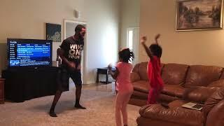 GIRLS TEACH DAD HOW TO DO THE FLOSS DANCE!!! WOW!!!