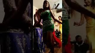 Girls dance in marriage@@
