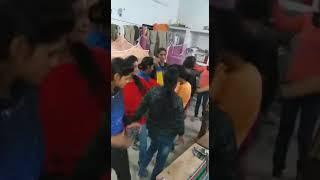 Girls Dance at Room  लड़कियों ने  डांस किया, और बनाया वीडियो