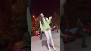 Beautiful Chinese girl, dancing to show 3639