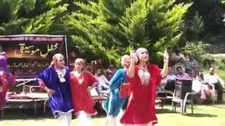 Kashmiri girls dance