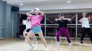 Beautiful Chinese girls dance sexy jazz