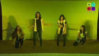 All Girls Crew from Raheja College Dance on Govinda's Best Hits   Umang 2018