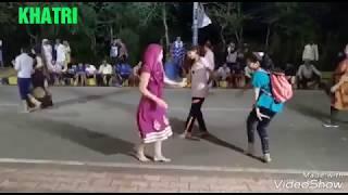 लडकियो का शानदार और खतरनाक डांस,,Girls dance video on the road.. Today live